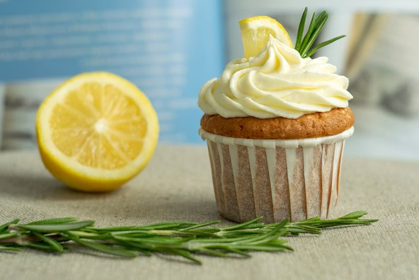 Novacart Mimosa cupcake