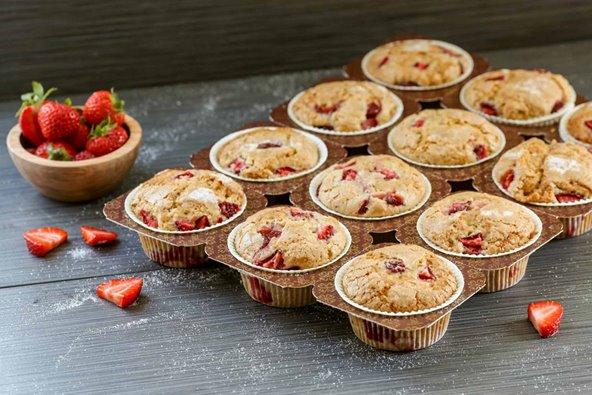 Novacart muffin tray and strawberry muffins