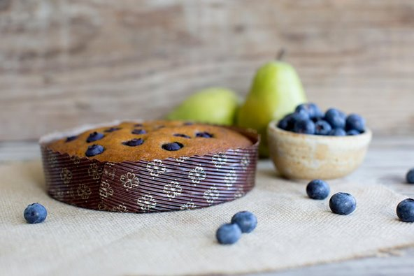 pear and blueberry cake in novacart baking molds